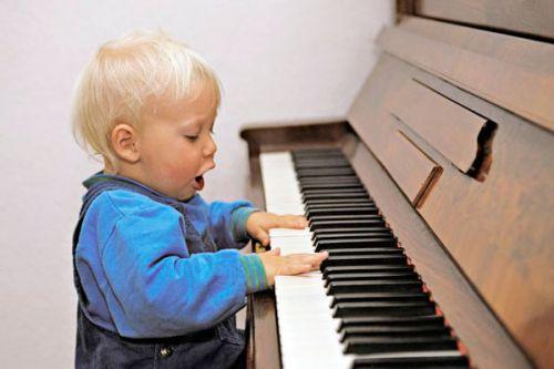 感觉孩子没什么天赋,钢琴课要停吗?